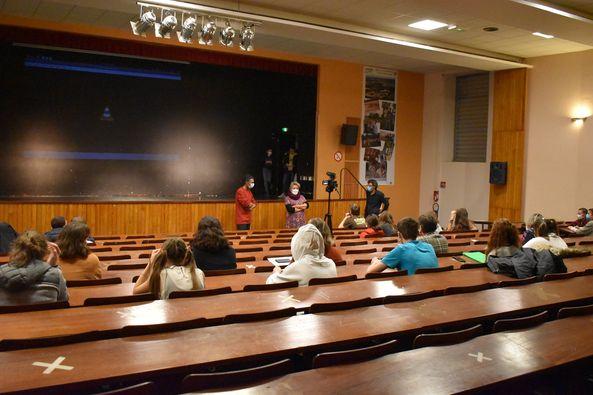 Présentation d'une pièce de théâtre par les élèves de 2nde